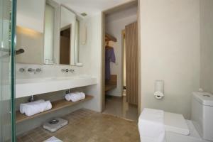 Ein Badezimmer in der Unterkunft Mercure Koh Chang Hideaway