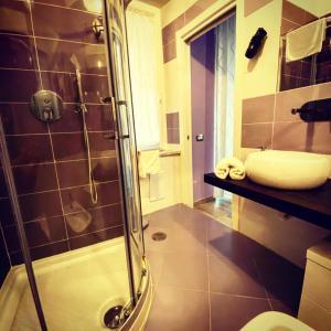 A bathroom at al Corso 203