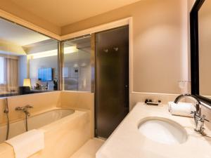 A bathroom at A.Roma Lifestyle Hotel