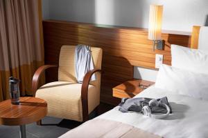 A bed or beds in a room at ROBINSON QUINTA DA RIA - All Inclusive