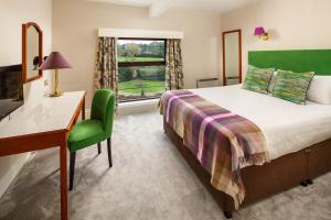 A bed or beds in a room at Mercure Burton Upon Trent, Newton Park