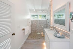 A bathroom at The Palm Island Resort