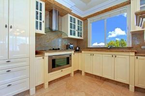 A kitchen or kitchenette at ABC Accommodation - Rosebud