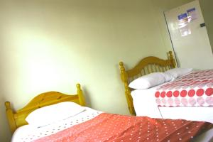 A bed or beds in a room at Grafton House