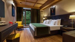 A bed or beds in a room at Ana Hotels Bradul Poiana Brasov