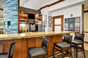 The lounge or bar area at Hyatt Place Albuquerque Uptown