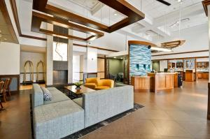 The lobby or reception area at Hyatt Place Albuquerque Uptown