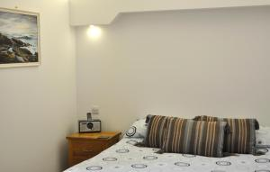 A bed or beds in a room at Orkney Villlas