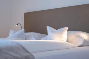 Ein Bett oder Betten in einem Zimmer der Unterkunft Relaxed Urban Living - Aparthotel und Boardinghouse