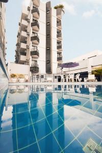 A piscina localizada em Plaza Inn Executive ou nos arredores