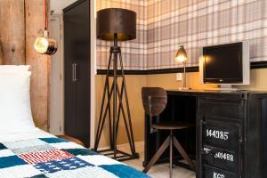 Télévision ou salle de divertissement dans l'établissement Max Brown Hotel Canal District