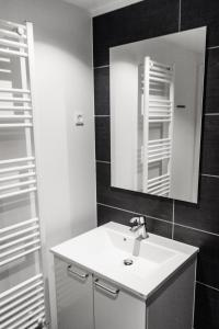 A bathroom at Icefiord Apartments
