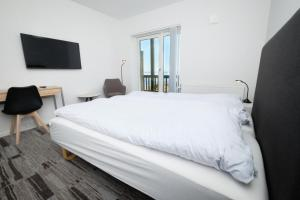 A bed or beds in a room at Icefiord Apartments