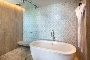 A bathroom at Thompson Beach House