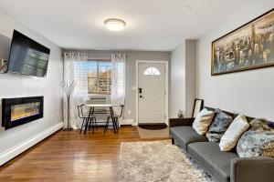 A seating area at Throgsneck Hidden Gem 1-BR Minutes From NYC/LGA
