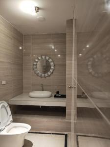 Salle de bains dans l'établissement Pai Residence Chiangmai Gate