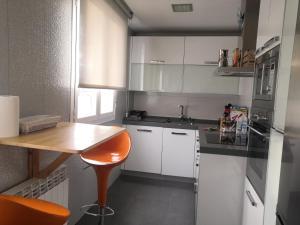 Una cocina o zona de cocina en Atico en el centro de Vitoria