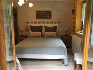 Un ou plusieurs lits dans un hébergement de l'établissement Chambres d'Hôtes des Cascades St-Nicolas