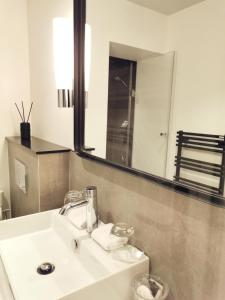 A bathroom at Le Clos Saint-Martin Hôtel & Spa