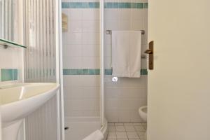 A bathroom at Orrì Hotel
