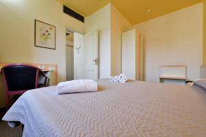 A bed or beds in a room at Orrì Hotel