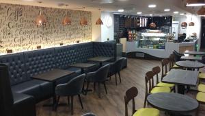 The lounge or bar area at Trivelles Regency, Nottingham