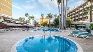 Het zwembad bij of vlak bij Be Live Adults Only Tenerife