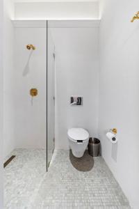 A bathroom at Domum de Vencé