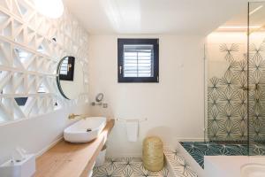 A bathroom at Boutique Hotel Villa Gala