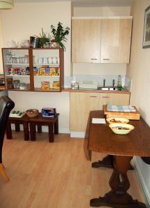 A kitchen or kitchenette at Nine Elms