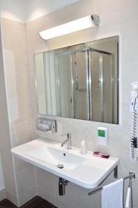A bathroom at Hotel Testani Frosinone