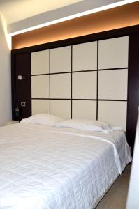 A bed or beds in a room at Hotel Testani Frosinone