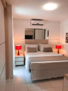 A bed or beds in a room at King's Flat Hotel Natal