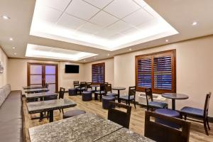 A restaurant or other place to eat at Best Western Plus- Brandon Inn