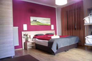 A bed or beds in a room at Garni Villa Betty