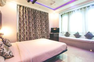 A bed or beds in a room at Hide-In Udaipur