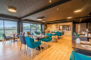 A restaurant or other place to eat at Logis Hôtel Le Belvédère