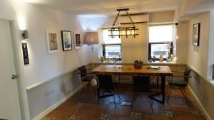 A kitchen or kitchenette at Mono Hotel