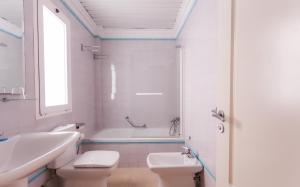 Ett badrum på Apartamentos Marina Turquesa