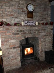 A television and/or entertainment center at Church View B&B & Holiday Cottages