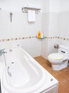 A bathroom at H79 HOTEL