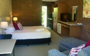 A bed or beds in a room at Bogong View Motor Inn