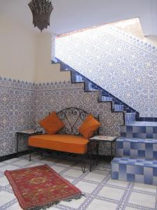 A seating area at Sindi Sud