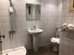Um banheiro em Dar Al Maamon Furnished Apartment