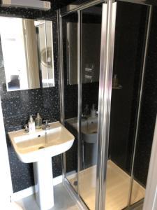 A bathroom at Newton House Guesthouse