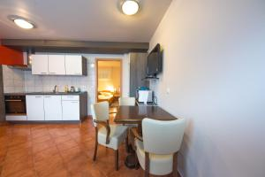 A kitchen or kitchenette at Rooms & Apartments Kepic