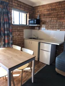 A kitchen or kitchenette at Whale Fisher Motel
