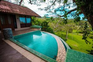 The swimming pool at or close to Koro Sun Resort & Rainforest Spa