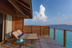 A balcony or terrace at Vilamendhoo Island Resort & Spa
