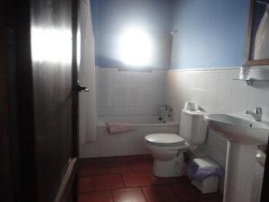 A bathroom at Hostal Venta Liara